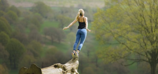 rsz_woman_gracefully_falling_&_jumping_of_tree_in_field-2